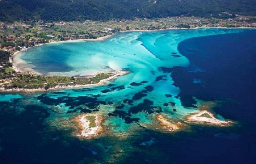 Βίντεο της ημέρας: Απολαύστε μια μαγική πτήση πάνω από τη θάλασσα με τα «παγωμένα κύματα» – Στην Βουρβουρού Χαλκιδικής