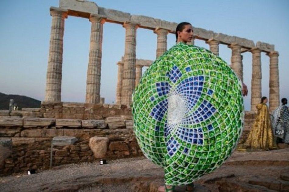 «Made In Greece» η συγκλονιστική κάπα της Μαίρης Κατράντζου που έγινε εξώφυλλο στο «Time» (φώτο-βίντεο)