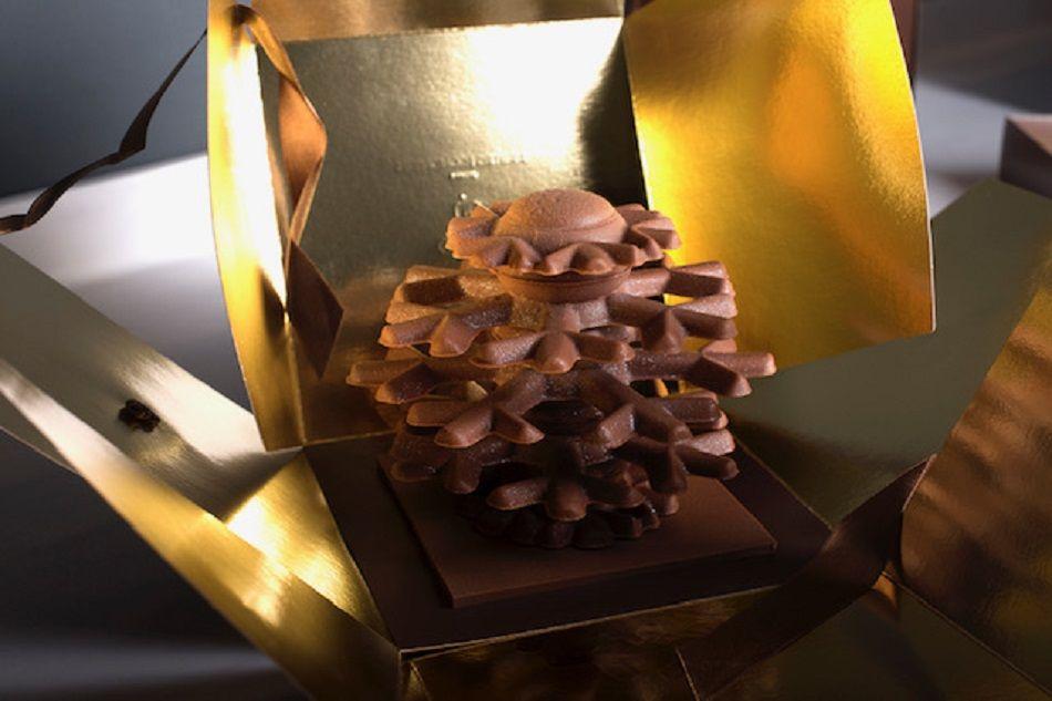 Ο πιο «Γάλλος» Έλληνας ζαχαροπλάστης – Δημήτρης Οικονομίδης ετοίμασε σοκολατένια αρχιτεκτονήματα για τα Χριστούγεννα – Απολαύστε τα! (φώτο)