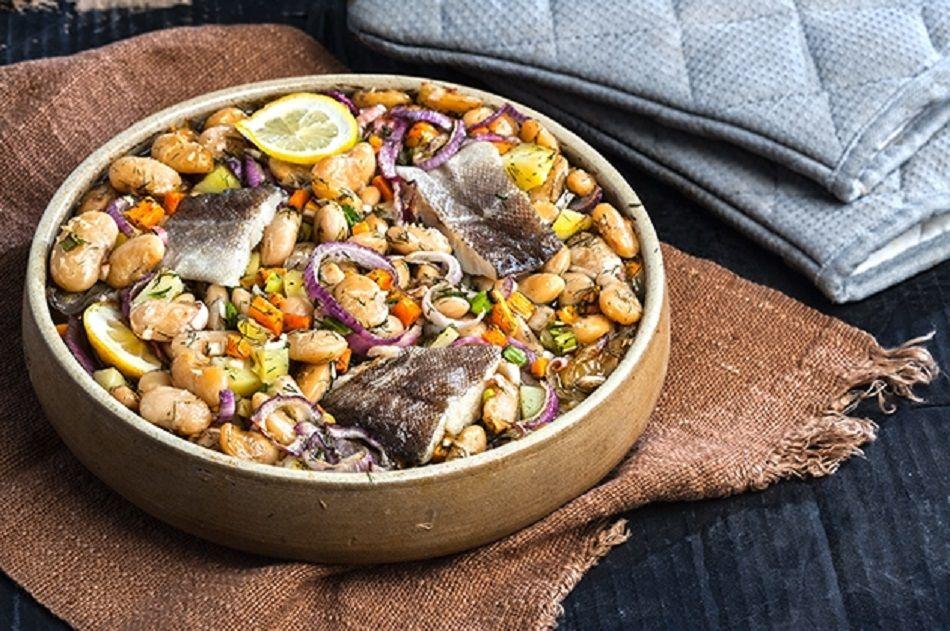 Η Αργυρώ Μπαρμπαρίγου παρουσιάζει ένα ονειρικό χειμωνιάτικο πιάτο: Γίγαντες λεμονάτοι με ψάρι στο φούρνο