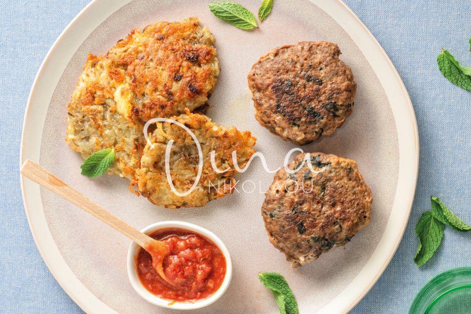 Η Ντίνα Νικολάου μαγειρεύει εξαίσια μπιφτέκια με σπανάκι & πατατοπιτάκια – Πεντανόστιμα!