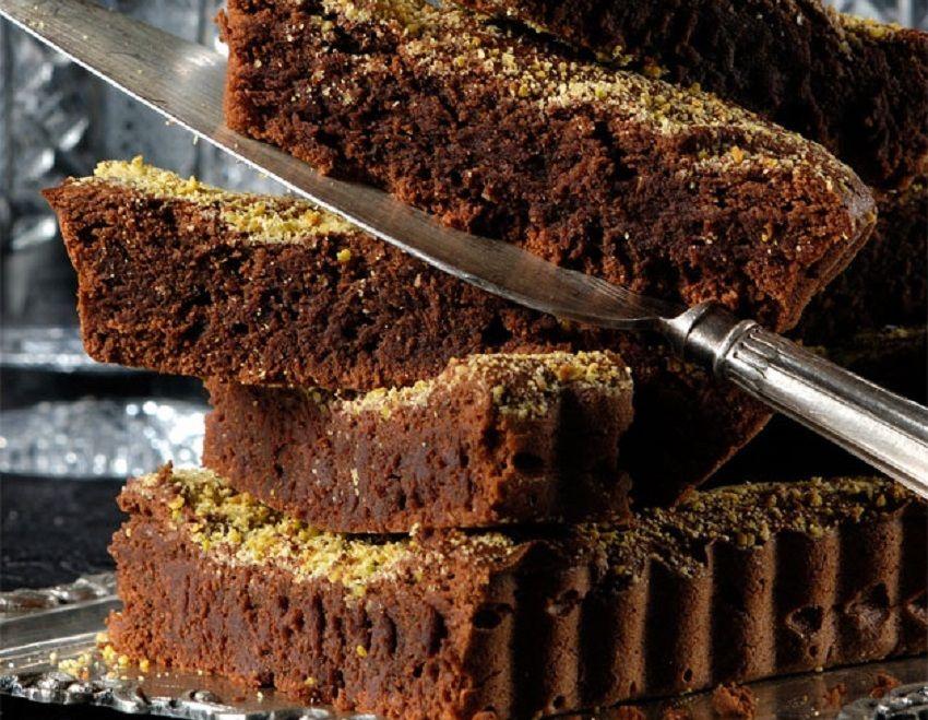 Ο Στέλιος Παρλιάρος μας φτιάχνει τη διάθεση με υπέροχη φουντουκόπιτα με σοκολάτα – Εύκολη – πεντανόνστιμη & χωρίς γλουτένη
