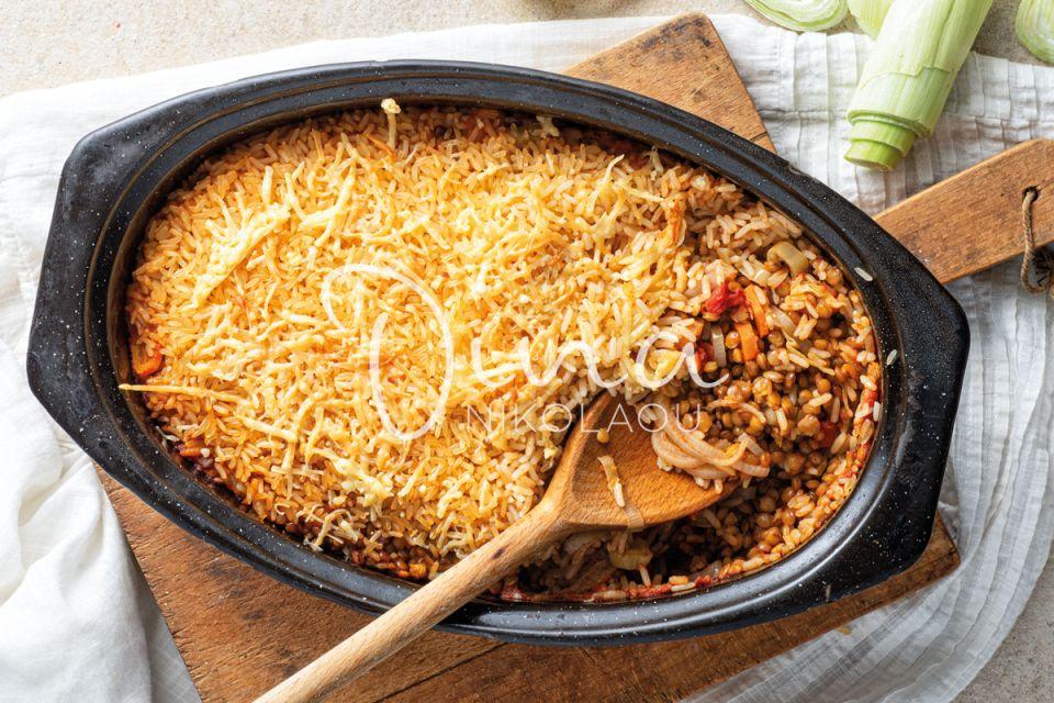 Μια πρωτότυπη & πεντανόστιμη συνταγή: Φακόρυζο στη γάστρα με πράσο & καρότο από την Ντίνα Νικολάου