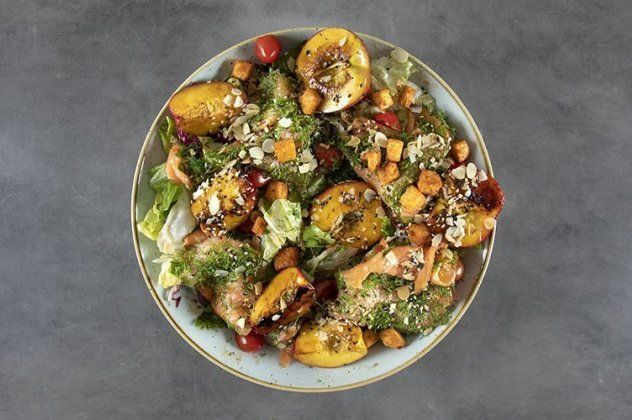 Recipe Main Salata Me Solomo Kai Nektarinia
