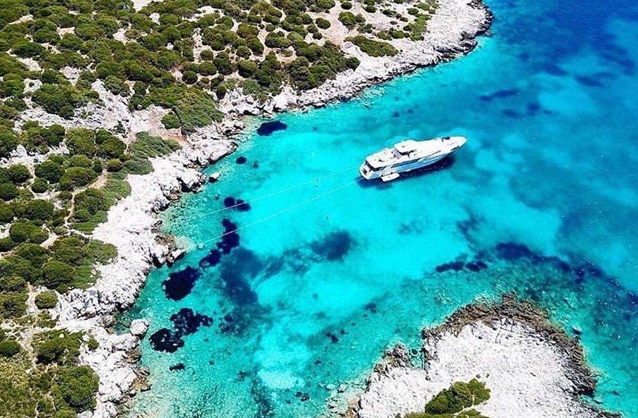 Σκύρος: Το νησί με την άγρια ομορφιά, έχει εντυπωσιακό κάστρο & Χώρα σαν να ζεις στη δεκαετία του '60 – Υπέροχες παραλίες, ανέγγιχτη φύση