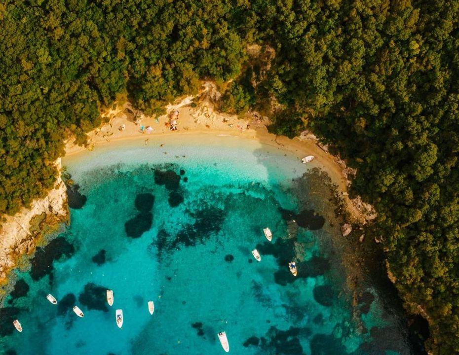 Φωτό ημέρας: Η παραλία… Πισίνα στα Σύβοτα – Τιρκουάζ νερά & ομορφιά μοναδική/ Photo: @giannis_tsoumetis/ Instagram