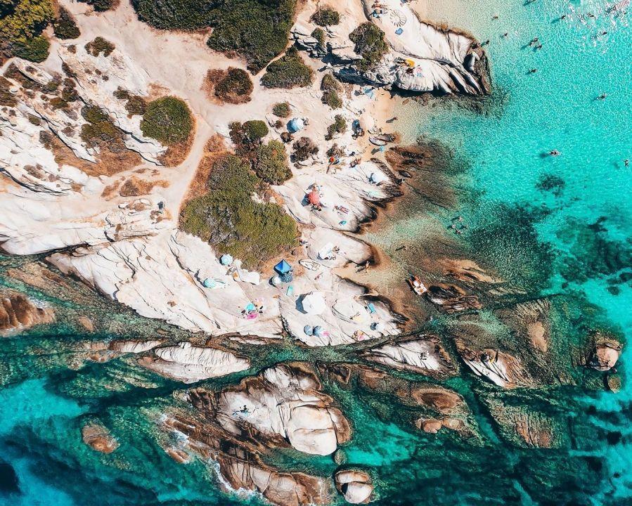 Φωτό ημέρας: Η παραλία Καβουρότρυπες από ψηλά… κόβει την ανάσα με την ομορφιά της! Photo: @s.triantafillides/ Instagram
