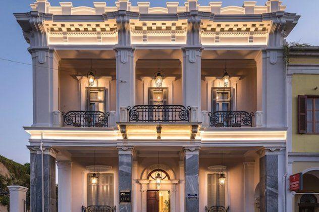 The Bold Type Hotel: Νέο υπερπολυτελές Boutique ξενοδοχείο στην Πάτρα – ''Βαρύ'' αρχοντικό του 1800 με 10 μαγικές σουίτες & κήπο σαν από ταινία (φωτό)