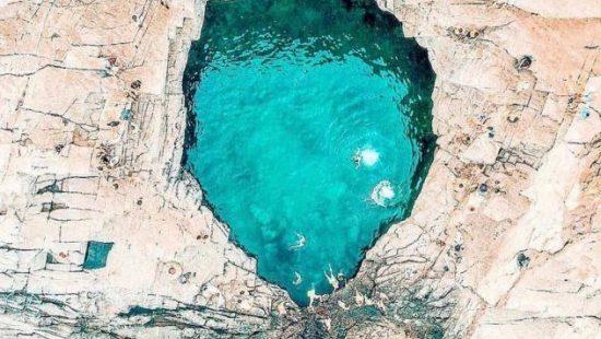 Γκιόλα: Η φυσική πισίνα της Θάσου – Την ονομάζουν «Δάκρυ της Αφροδίτης», έχει καταπράσινα νερά & τη δημιούργησε ο Δίας για να κολυμπάει η ερωμένη του (Φωτό)