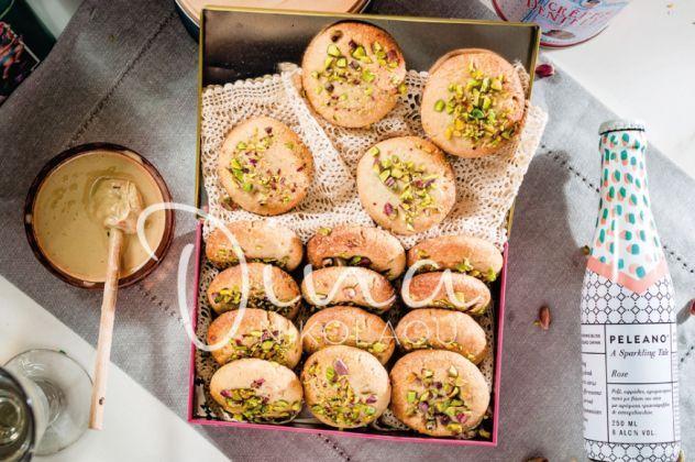 Η Ντίνα Νικολάoυ δημιουργεί: Απίστευτα Vegan μπισκότα με αμύγδαλο και ταχίνι