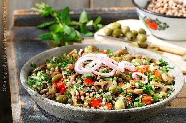 Μαυρομάτικα φασόλια σαλάτα από την Αργυρώ Μπαρμπαρίγου