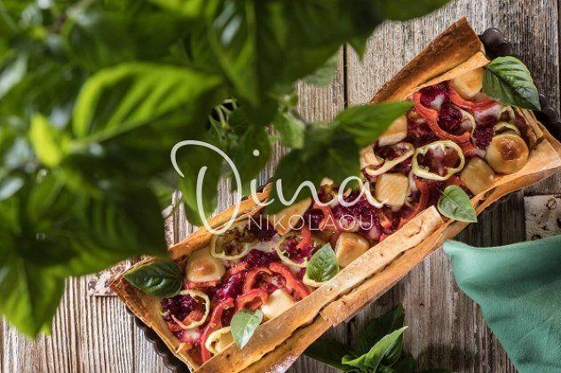 Ντίνα Νικολάου: Καλοκαιρινή τάρτα με κρέμα τυριών, πιπεριές και λαδοτύρι