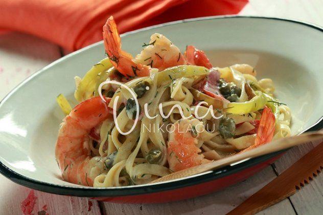 Η Ντίνα Νικολάου προτείνει: Ταλιατέλες με γαρίδες και πιπεριές