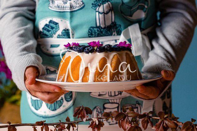 Κέικ με μύρτιλα από την Ντίνα Νικολάου