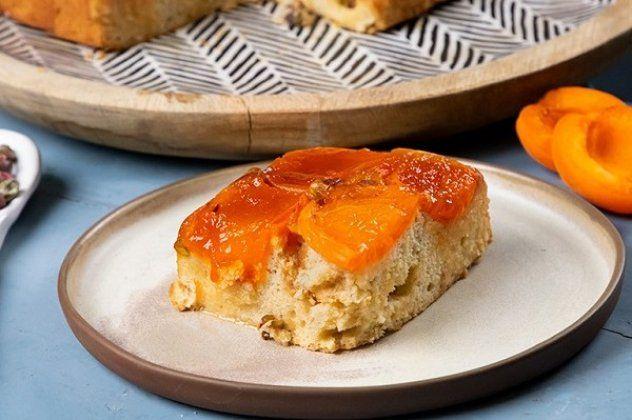 Η Αργυρώ Μπαρμπαρίγου προτείνει: Πίτα με καραμελωμένα βερίκοκα