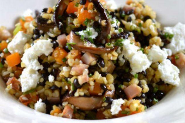 Γιάννης Λουκάκος: Σαλάτα από φακές, με πλιγούρι, μανιτάρια και κατσικίσιο τυρί – Άπαιχτη γεύση!